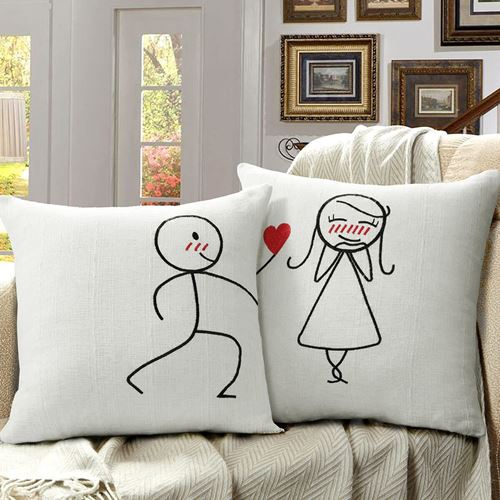 Picture of Romeo juliet cushion
